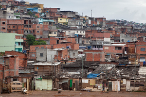 Favela in Sao Paolo (© Adveniat)
